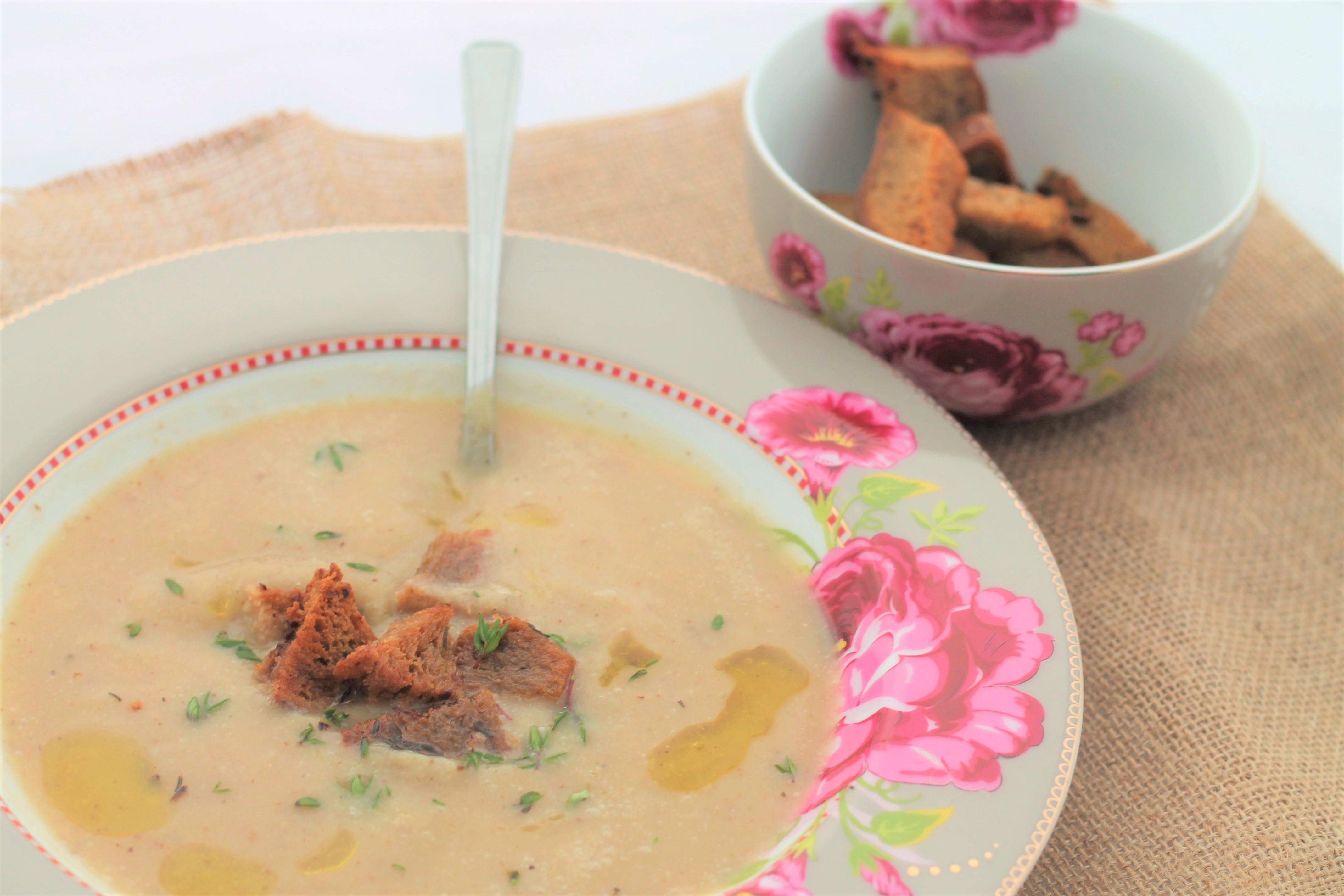 cauliflower-garlic-soup